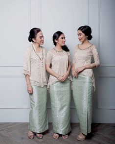 A post that will surely inspire you to dress up your bridesmaids or siblings. Clad in a combination of songket and lace top,… Kebaya Lace, Kebaya Hijab, Kebaya Brokat, Kebaya Dress, Batik Kebaya, Kebaya Muslim, Batik Dress, Kebaya Simple, Kebaya Modern Dress