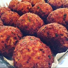AT THE @finbackbrewery 1-6 ON DECEMBER 18th ! Come enjoy their amazing beer and pick up some arancini from yours truly ##arancini #riceballs #traditional AND #nonTraditional #homemade #handmade #freshtoOrder #madeWithLove #queens #statenisland #foodie #foodporn #goodeats #nom #italianfood #delicious #truffles #leahsitalianapples #sicilian #deepfried #goldenbrown #notyourNonnas #reinventingRiceballs #supportLocalBusiness #followyourdream #cheesy #eeeeeats #catering #foodilysm…