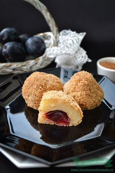 Dumplings with Prune- Gomboti Delicious Desserts, Dessert Recipes, Romanian Food, Romanian Recipes, Healthy Sweets, Dumplings, Bakery, Muffin, Blog