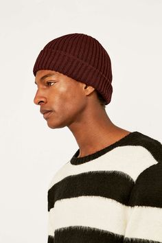 "Urban Outfitters – Gerippte Beanie ""Watchman"" in dunklem Burgunderrot - Urban Outfitters"