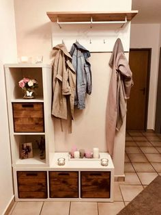 The IKEA Kallax line Storage furniture is an important part of any home. Trendy and wonderfully easy the corner Kallax from Ikea , for example. Decor, Shelf Decor Bedroom, Shelves, Kallax Kids Room, Shelf Decor, Bedroom Decor, Kallax, Wooden Boxes, Ikea Burbank