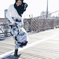 """Asma' Nasaruddin on Instagram: """"'Nak kene sepak,' was the reply i got when I told my family and close friends I'll be quite happy to miss my flight and stay here.  I feel the love guys. Early mornings on the Brooklyn Bridge was simply refreshing! Photo by @kim_leow"""""""