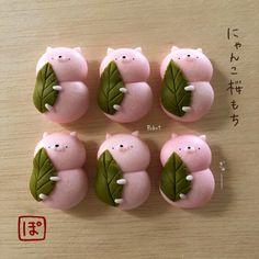 """<画像1 / 21>""""和菓子×動物""""にひと目惚れ!粘土作家が作るかわいすぎる雑貨が話題 ウォーカープラス Japan Dessert, Kawaii Dessert, Cute Snacks, Cute Desserts, Biscuit, Japanese Sweets, Miniature Crafts, Cute Cookies, Cafe Food"""