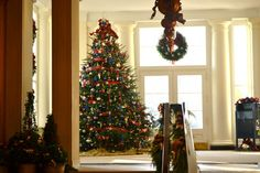 Hallway Decorations For Christmas For Your Inspiration Design Ideas At Luxury Homes Hallway Decorations For Christmas Together With Hallway Decorations For Spirit Week Also Decoration Design Ideas For Delightful Home Furniture Images 6 Decoration Hallway Foyer Ideas. Hallway Kitchen Design. Hallway Art Ideas. | etiptop.com
