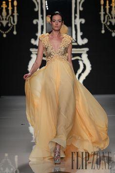 Abed Mahfouz - Haute couture - Printemps-été 2012 - http://www.flip-zone.fr/fashion/couture-1/independant-designers/abed-mahfouz-2771