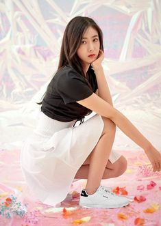 G-Friend poses with reebok for their 'dazed and confused' photoshoot Kpop Girl Groups, Korean Girl Groups, Kpop Girls, Gfriend Profile, Sinb Gfriend, Friend Poses, Cloud Dancer, Fan Picture, G Friend
