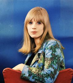 vintage everyday: 40 Beautiful Color Photos of Marianne Faithfull in the 1960s