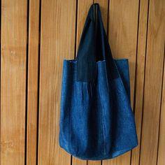 Upcycled #jeans tote. Pattern design from the book Umami×Midori. I  it.  Hergebruikte spijkerbroek. Patroon voor de tas komt uit het boek van de Japanse ontwerpers Umami en Midori. #upcycledjeans #tote #sewing #reuse #umami #midori #naaien #spijkergoed #denim #hergebruik #kringloop #sustainable #duurzaam #nähen #coudre #costura #japanesesewingpatterns #japans #therefashioners2016 #jeanius