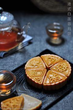港式白莲蓉传统月饼 Recipe in Chinese Cake Festival, Springerle Cookies, Best Chinese Food, Pastry And Bakery, Moon Cake, Breakfast Lunch Dinner, Dessert Bread, Vintage Recipes, Love Food