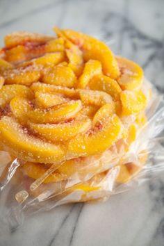 Paula Deen Frozen Peach Pie Filling > fresh peaches in season to prep/freeze for later. Brownie Desserts, Köstliche Desserts, Delicious Desserts, Yummy Food, Paula Deen, Fruit Recipes, Pie Recipes, Sweet Recipes, Fresh Peach Recipes