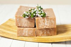 How to make soap WITHOUT a scale. A stack of homemade brown soaps with wild flowers on top Bubble Diy, Bubble Recipe, Coconut Soap, Soap Making Supplies, Soap Maker, Homemade Soap Recipes, Bath Soap, Soap Molds, Tea Tree Oil