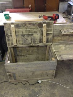Little kids desk with a box for the toys attached - mini desk - reclaimed wood - pallet wood - old pallets - kids desk