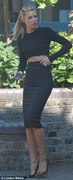 Street fashion for Fall..Cropped long sleeve top with high waisted pencil skirt. Love!