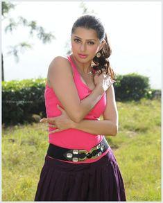 Bhumika Chawla Beautiful HD Photoshoot Stills & Mobile Wallpapers HD - Bollywood Actress Hot, Beautiful Bollywood Actress, Most Beautiful Indian Actress, Hd Wallpapers For Mobile, Mobile Wallpaper, South Indian Actress Hot, Beautiful Legs, Hd 1080p, Indian Beauty