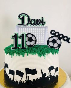 Bolo Sporting, Football Themed Cakes, Soccer Ball Cake, Football Birthday Cake, Create A Cake, Angel Cake, Different Cakes, Types Of Cakes, Paper Cake