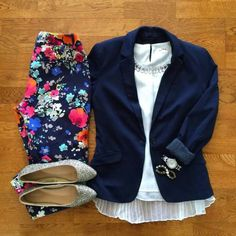 Spring outfit blazer or jacket floral pants teacher outfit Mode Outfits, Casual Outfits, Navy Outfits, Fresh Outfits, Dress Casual, Spring Summer Fashion, Spring Outfits, Spring Style, Autumn Outfits