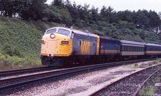 Grey Ghost VIA 6532 at Bayview at 1980 Ebay scan Train Service, Trains, Grey, Gray, Train