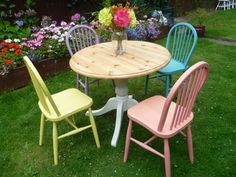 shabby chic solid pine round table 4 bow back chairs pink green - Round Pine Kitchen Table