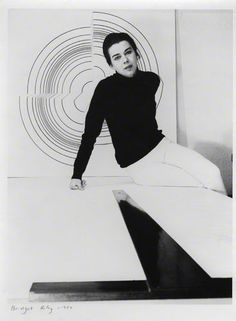 Bridget Riley.  Photo: Jorge Lewinski, 1964. The National Portrait Gallery acquired a print in 1970.