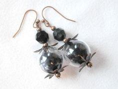 Ohrringe Glaskugeln mit echten Feder, schwarz von BlackSheepFactory auf DaWanda.com