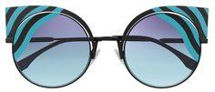 •¿A quién le gusta el toque final que dan unas buenas gafas de sol en un look?• Entra en www.chicasguapas.tv para ver nuestros modelos favoritos de Dior + Fendi + Polaroid + Marc Jacobs desde el exclusivo showroom de Sáfilo en Miami ¿Cuál es tu favorito? Xx, CG #ChicasGuapasMiami #Eyewear #Dior #Fendi #MarcJacobs #Polaroid #Sunglasses #Tv #AnteojosDeSol #Gafas #Anteojos #Trends #Fashion #Moda #FashionTrends #ChicasGuapas