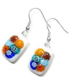 Witte oorhangers met multicolor millefiori bloemetjes van glas!