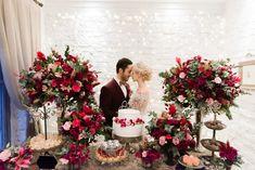 Casamento lindo na Casinha Quintal | Lápis de Noiva Beautiful Bride, Big Day, Love Story, Wedding Decorations, Decor Wedding, Floral Wreath, Marriage, Wedding Inspiration, Romantic
