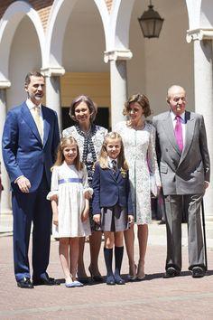 King Felipe VI, Queen Letizia, Crown Princess Leonor, Princess Sofía, King Juan Carlos and Queen Sofia posed for the press.