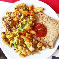 Mein Frhstck gestern veganes Rhrei aus Kichererbsenmehl mit Toast undhellip