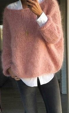 Fashion Ideas For Women Style Pull angora rose bonbon sur chemise blanche Mode Outfits, Fall Outfits, Casual Outfits, Fashion Outfits, Fashion Ideas, Pull Angora, Mohair Sweater, Men Sweater, Sweater Weather