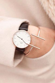 女っぽさを強調させて。愛用したいメンズライクな腕時計20選