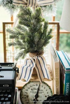 Farmhouse Christmas Decorating Ideas | Celebrating Everyday Life with Jennifer Carroll | www.CelebratingEverydayLife.com