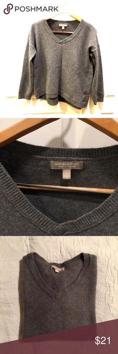 Banana Republic knit sweater High low knit sweater, L, hits above hip in front and mid hip in back, vneck. Banana Republic Sweaters V-Necks