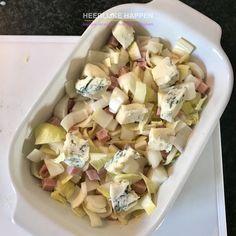 Witlofschotel met gorgonzola en hamblokjes - Heerlijke Happen Pasta Salad, Potato Salad, Ethnic Recipes, Food, Brie, Seeds, Red Peppers, Crab Pasta Salad, Essen