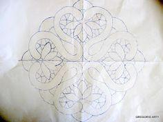 Spieghiamo il MACRAME' RUMENO (Modelli con Disegni): CENTRINO (ROMBO-QUADRATO) Cutwork Embroidery, Embroidery Stitches, Embroidery Patterns, Bobbin Lace Patterns, Macrame Patterns, Crochet Unique, Romanian Lace, Creative Embroidery, Lacemaking