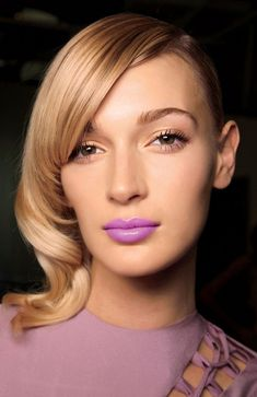 Gorgeous lipstick colors and looks to inspire your spring beauty - click to see!