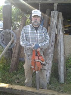 Francesco with his favorite work tool : the chain saw !
