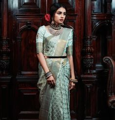 Beautiful South Indian Wedding Wear Idea :- AwesomeLifestyleFashion Different Culture have their own look and style and Kanjivaram and. Wedding Sarees Online, Saree Wedding, Wedding Dresses, Reception Sarees, Indian Wedding Wear, London Outfit, Blue Saree, Saree Look, Traditional Sarees