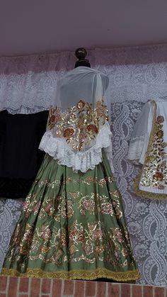 Refajo de lujo, de Pilar Cervantes Gomez. Girls Dresses, Flower Girl Dresses, Labor, Murcia, Victorian, Wedding Dresses, Fashion, Shandy, Needlepoint