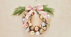 How to create a Christmas ribbon wreath for an exterior door Christmas Ribbon, Christmas Balls, Christmas Art, Vintage Christmas, Christmas Wreaths, Christmas Ornaments, White Christmas, Bauble Wreath, Holiday Themes