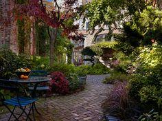 City of Philadelphia home with garden. Hanson General Contracting.