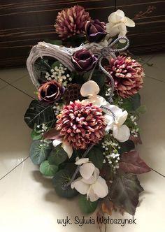 Kompozycja nagrobna 2018 wyk. Sylwia Wołoszynek Flower Decorations, Funeral, Floral Arrangements, Floral Design, Projects To Try, Floral Wreath, Bouquet, Wreaths, Garden
