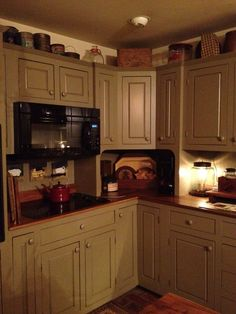 Country kitchen cabinets determine design in creating the distinctive character of each kitchen. Primitive Kitchen Cabinets, Primitive Bathrooms, Farmhouse Kitchen Cabinets, Primitive Homes, Painting Kitchen Cabinets, Kitchen Paint, Kitchen Redo, Rustic Kitchen, New Kitchen