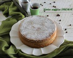 Torta soffice moka un dolce ben lievitato e soffice profumatissimo all'aroma di caffè perfetto per la colazione e per una coccola dolce.