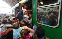 Nach Tagen des Wartens hat wieder ein Zug mit Flüchtlingen den Bahnhof von Budapest verlassen dürfen. Welche Taktik steckt hinter dem Verhalten der ungarischen Behörden? Premier Orbán schiebt die Verantwortung für das Chaos Deutschland zu.