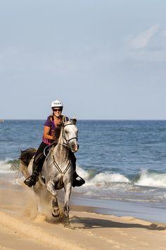 Au galop sur les plages australiennes avec Cheval d'Aventure #oceanie #voyage