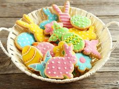 Easter baking ideas: recipes for cakes, biscuits and buns Easter Cookies, Cupcake Cookies, Cupcakes, Mini Eggs Cake, Passion Fruit Cake, Simnel Cake, Ostern Party, Easy Biscuit Recipe, Desserts Ostern