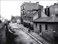 Essex Lane,the Rocks in Sydney was named by Governor Lachlan Macquarie in 1900 its level was altered to link directly with Harrington St (it is now linked with steps).Now called Globe St. The Rocks Sydney, Train Tunnel, Sydney City, Historical Images, Reading Room, Back In The Day, Old Photos, American History