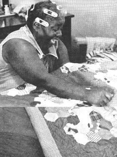 This photo essay of 15 African American quilters in north central Louisiana reveal traditional techniques and quilt types along with their aesthetics. Old Quilts, Antique Quilts, Vintage Quilts, Vintage Sewing, Hand Quilting, Machine Quilting, Quilting Room, Gees Bend Quilts, History Of Quilting