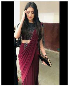 Trendy Sarees, Stylish Sarees, Fancy Sarees, Stylish Dresses, Simple Sarees, Indian Gowns Dresses, Indian Fashion Dresses, Indian Designer Outfits, Designer Dresses